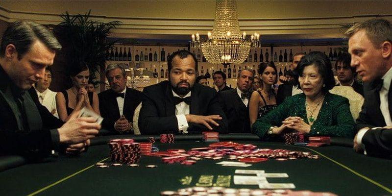 James Bond dalam permainan poker melawan Le Chiffre.